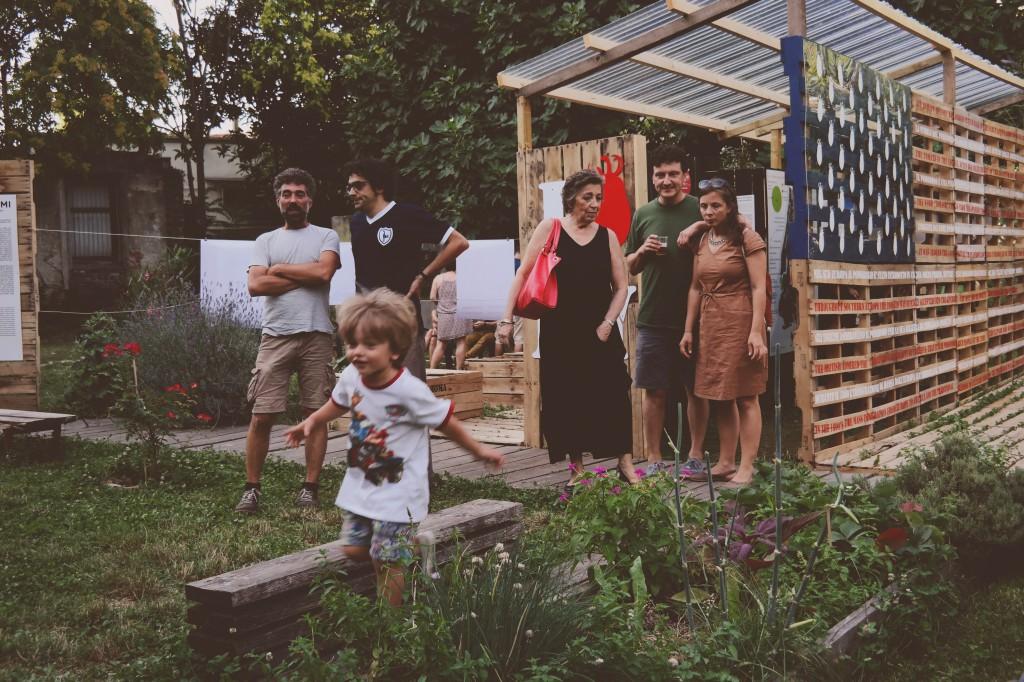 Il giardino condiviso di via Montello a Milano (foto di Giulio Giacconi)